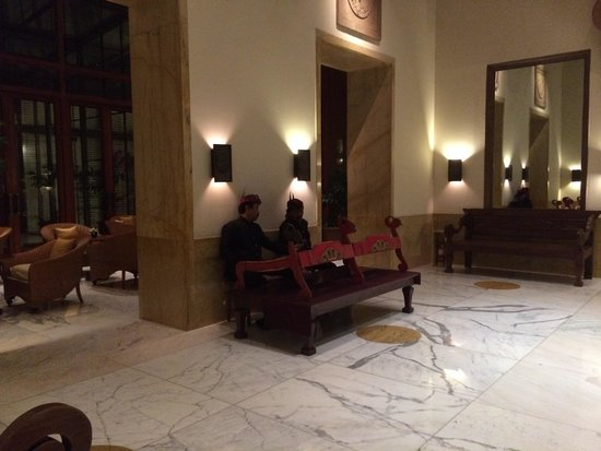 The Dharmawangsa Jakarta : traditional music in the hall way next to the lounge