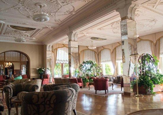 Grand Hotel Gardone: Public Lounge