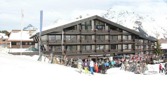 BURG Hotel Oberlech direkt an der Skipiste im Winter