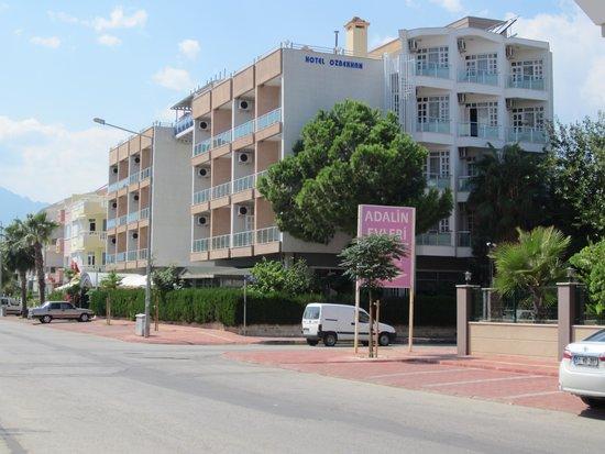Hotel Ozbekhan: zicht op het hotel