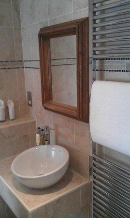 Jolyon's Boutique Hotel: Bathroom