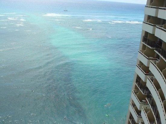 カヴェヘヴェヘが綺麗にみえるでしょ(ホテルのビーチから泳ぎにいったよ)