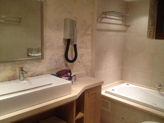 Exensian Villas & Suites : banheiro