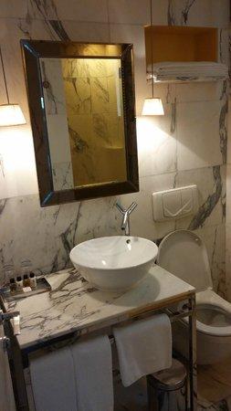 J Plus Hotel by YOO : Bathroom