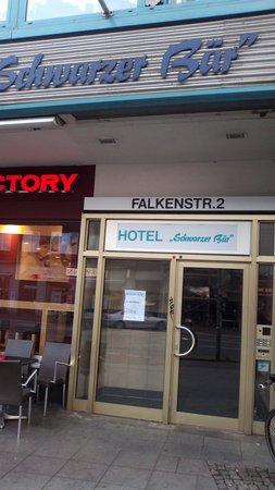 Hotel Schwarzer Bar: Entrance in the hotel