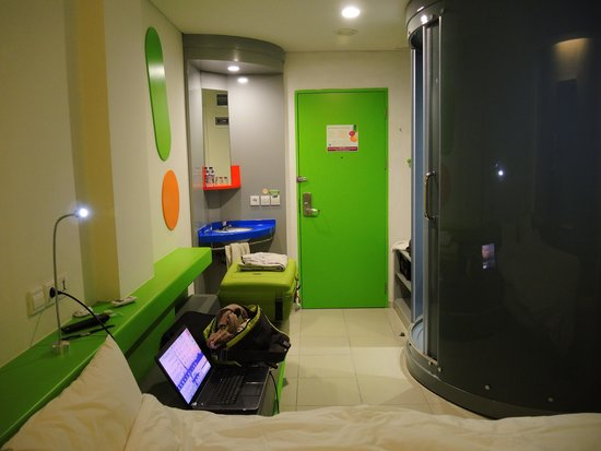 POP! Hotel Airport Jakarta : kingsize bedroom