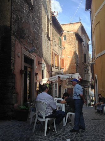 Pizzeria Arche': Staff hanging out after lunch