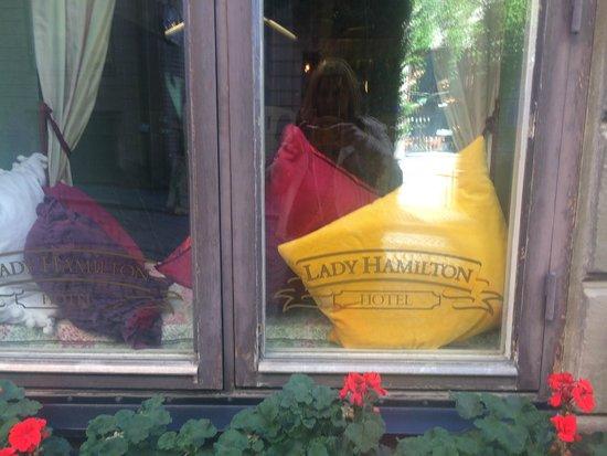 Lady Hamilton Hotel : Вид с улицы
