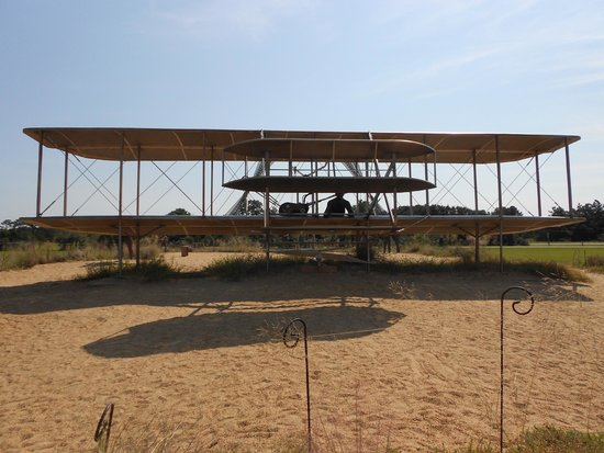Travelodge Outer Banks/Kill Devil Hills: Wright Brothers Sculpture