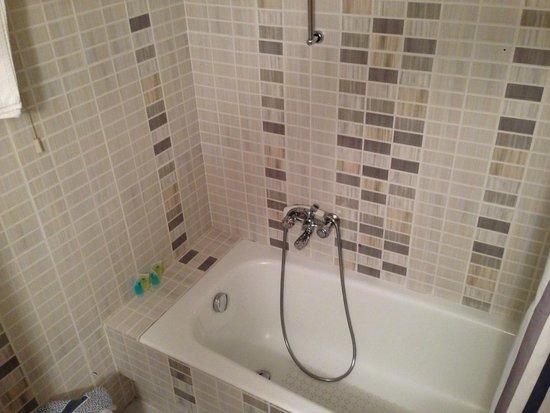 Economy Hotel: Ванная комната