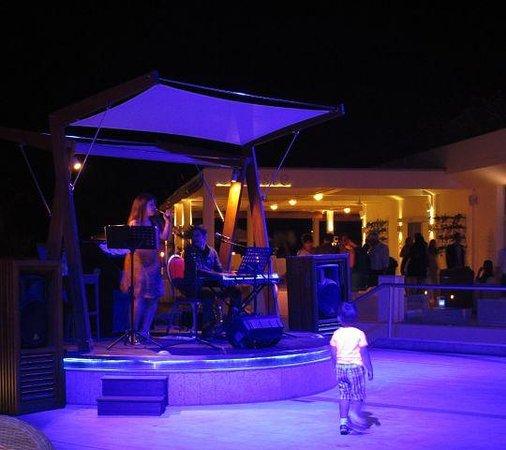Mediterranean Beach Hotel : Путешествие в мир джаза и блюза