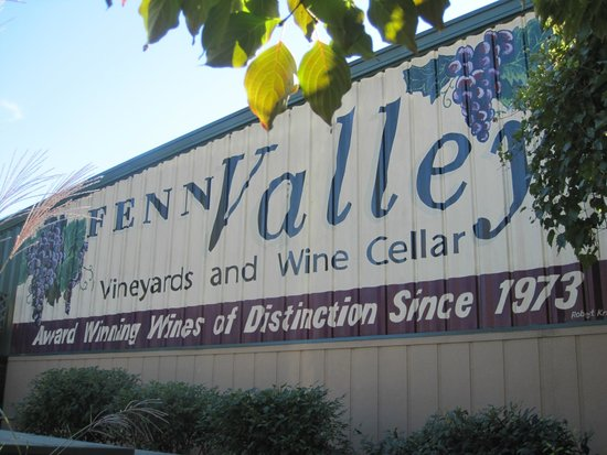 Fenn Valley Vineyards: Sign painted on the building