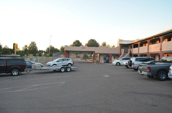 Super 8 Payson : parcheggio e motel
