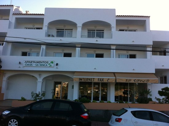 Apartmentos Oasis Sa Tanca: A small room overlooking the main road, above an internet cafe and a noisy bar. What's not to li