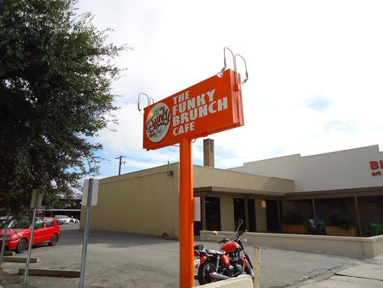 The Funky Brunch Cafe: Outside