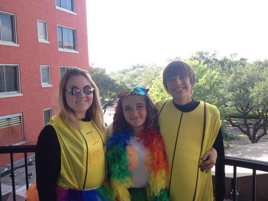 Hotel ZaZa Houston: Balcony Room 345 (kids dressed for Katy Perry concert)