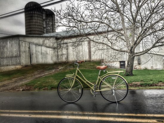 Intercourse, PA: Our super comfortable bike in front of one of our favorite barns.
