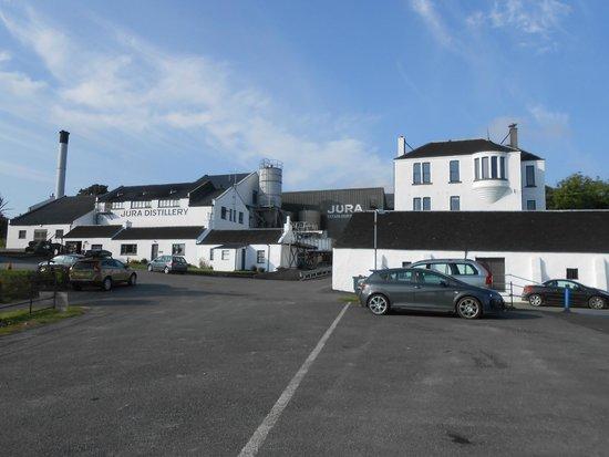 Isle of Jura Distillery: ÄParkeringen vid Jura