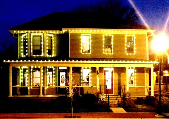 Gahanna, OH: Herb Center with Holiday Lights