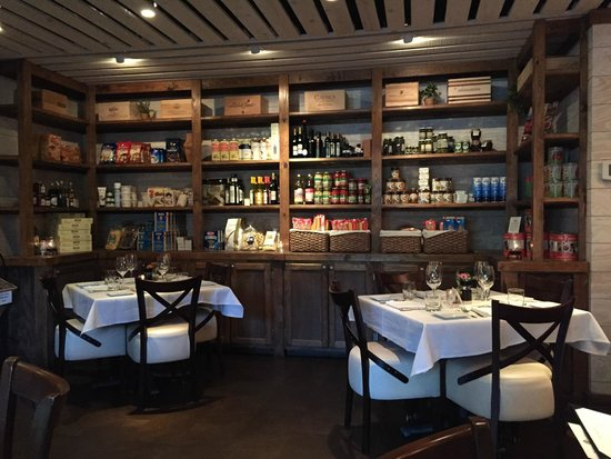 Michael Anthony's Cucina Italiana: Intimate Dining in the Market