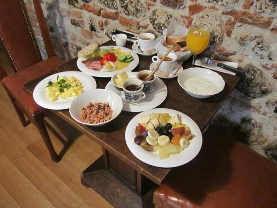 Casa Rozelor - boutique hotel: Breakfast for a king!