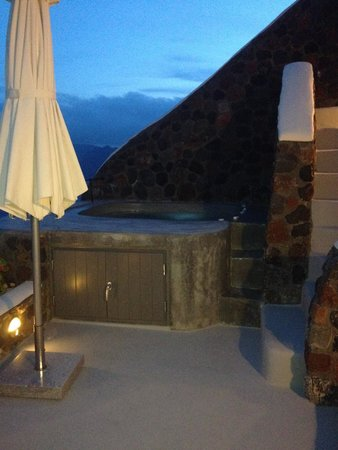 Private hot tub on balcony picture of pezoules oia for Balcony hot tub