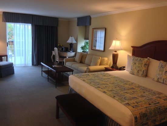 Hotel Rehoboth: King Suite w/Balcony