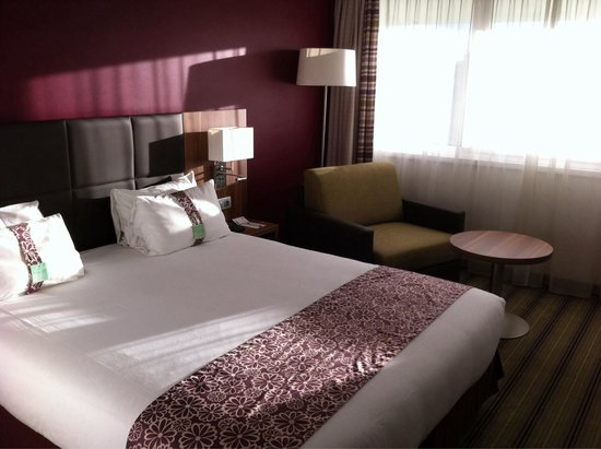 Holiday Inn Lille Ouest Englos : Chambre confortable