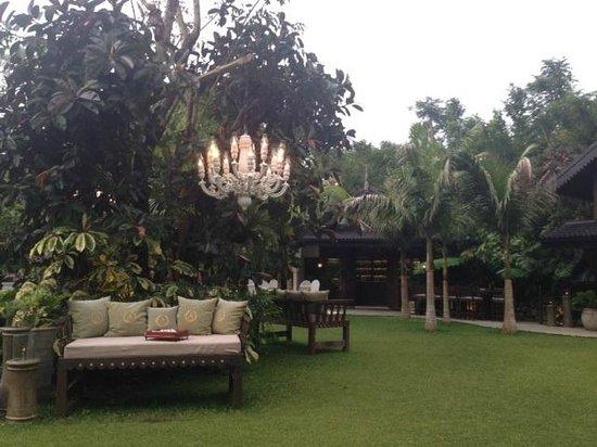 Antonio's Garden: Lanai Lounge