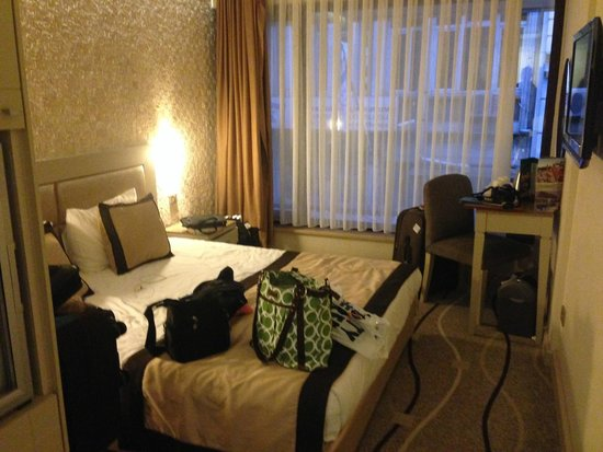 Grand Hotel Gulsoy: Tight but ample rooms