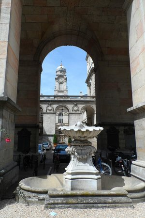 Desde la Opera Nouvel y hacia las cúpulas del Hotel de Ville