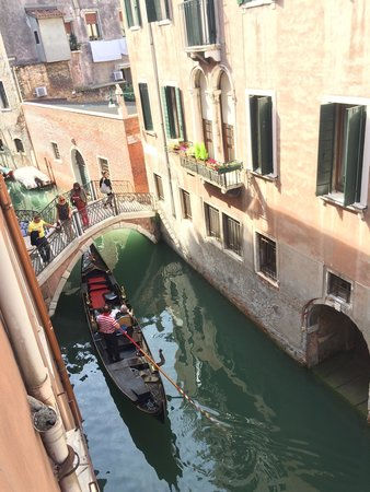 Hotel San Fantin: Camera vista canale, deliziosa