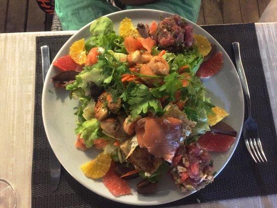 l 39 assiette de la kas a lea assortiments de poissons thon saumon st jacques salade fruits e. Black Bedroom Furniture Sets. Home Design Ideas