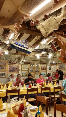 Trattoria Raspo de Ua : 12 October 2014. Big group from South Africa. We loved the food, wine and neat toilets. Staff ve