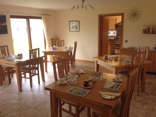 Avalon House: The breakfast room..