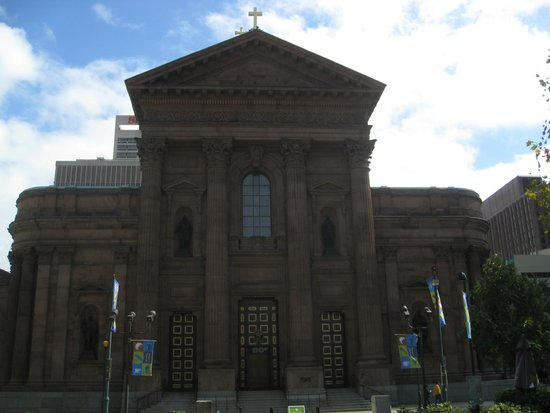 Cathedral Basilica of Saints Peter and Paul: Entrance