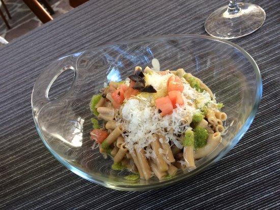 Restaurante  Mertxe: Macarrones integrales con salsa de setas