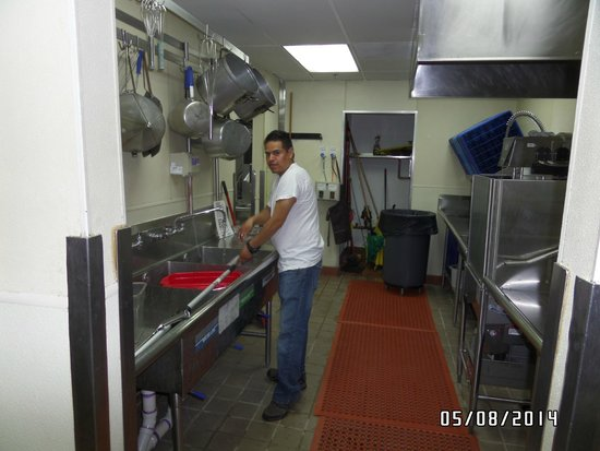 Citrus Diner: The dish washing area