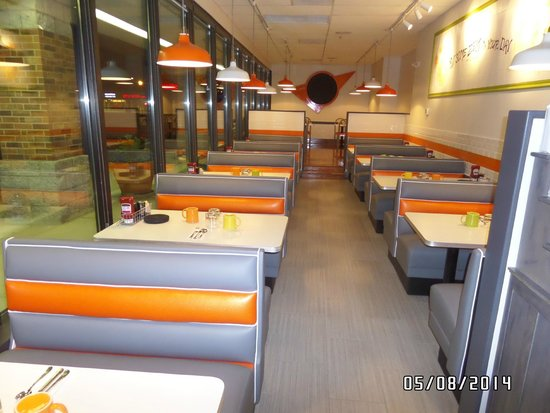 Citrus Diner: Cheerful, seating area with all windows