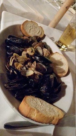 Ristorante Pizzeria Vulnetia: mussels and clams zuppa