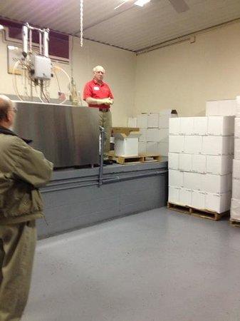 Stone Hill Winery: bottlin' Bob