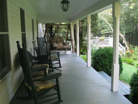 4-1/2 Street Inn Bed and Breakfast : Rocking chair front porch.  Sit and stay a while.