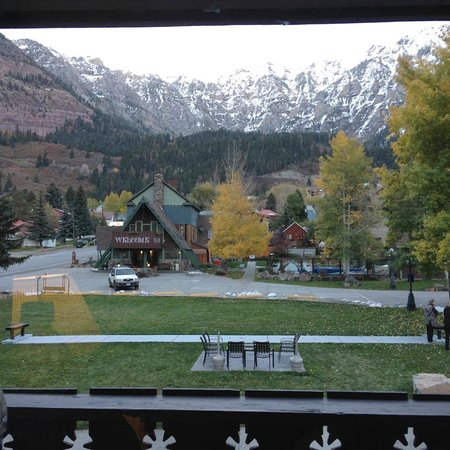 Twin Peaks Lodge & Hot Springs: View out of our King Room.