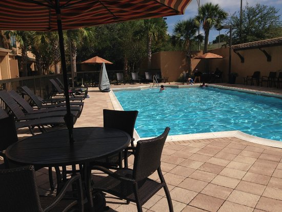 Courtyard Gulf Shores Craft Farms : Big Pool Area for Size of Hotel