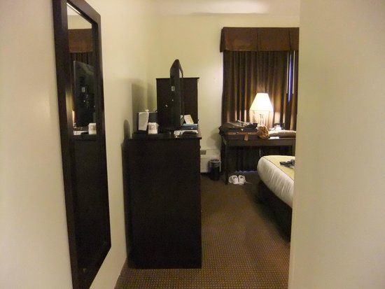 Best Western Sovereign Hotel - Albany: Tight for wheel chair