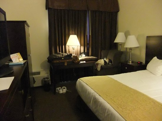 Best Western Sovereign Hotel - Albany: Small space around bed