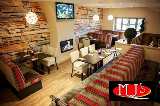 MJ's Bar & Bistro: MJ's Interior