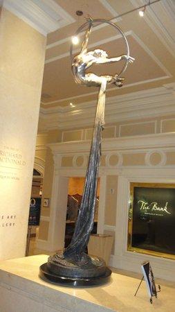 Art of Richard MacDonald: Escultura no Bellagio
