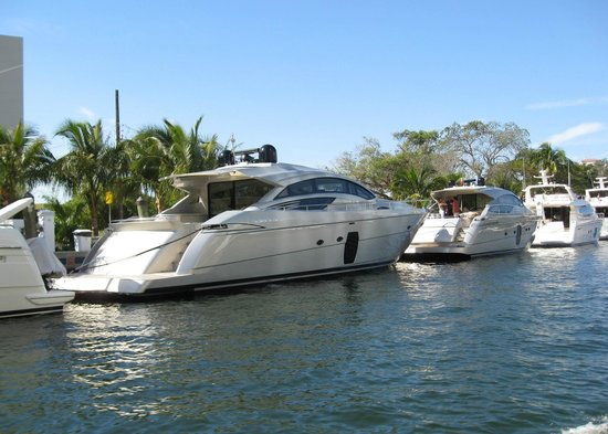 Intracoastal Waterway: Yachts on the Waterway