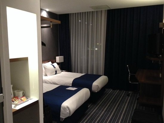 Holiday Inn Express Utrecht - Papendorp: Zimmer
